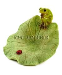 Лягушка на кувшинке 4*6*5 см.