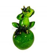 Лягушка на шаре (не вижу) 15*7,5 см.