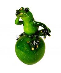 Лягушка на шаре (не скажу) 14,5*7,5 см.