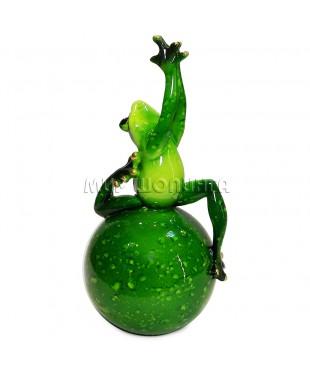 Лягушка на шаре 17*7,5 см.