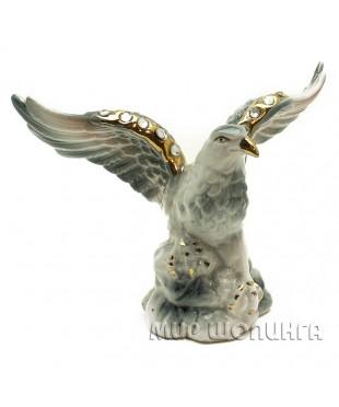 Статуэтка орла, высота 11 см.