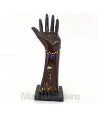 Рука для бижутерии тёмно коричневая.