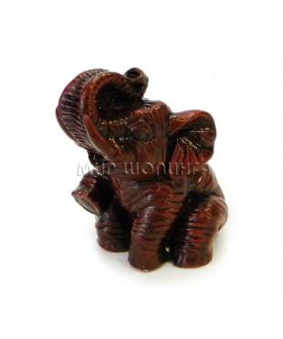 Слон сидит (цвет вишни) 5,5 см.