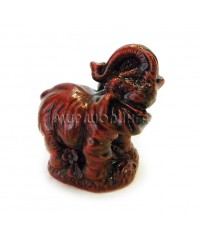 Слон с поднятым хоботом (цвет вишни) 5 см.