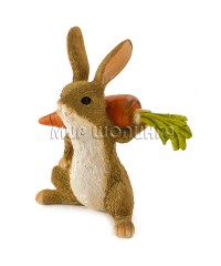 Заяц с морковкой 8 см.