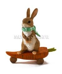 Заяц на морковке-скейтборде 11 см.