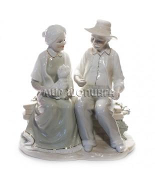 Статуэтка Дедушка и Бабушка (фарфор) 22*12*21 см.