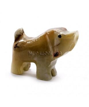 Собака из оникса 4*5,5*2 см.