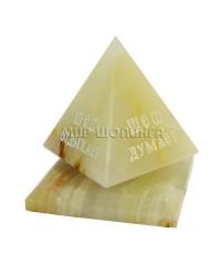 Пирамида из оникса (шеф) 7 см.