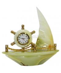 Корабль с часами из оникса 16*17*5 см.