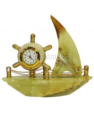 Корабль с часами из оникса 11*12,5*4 см.
